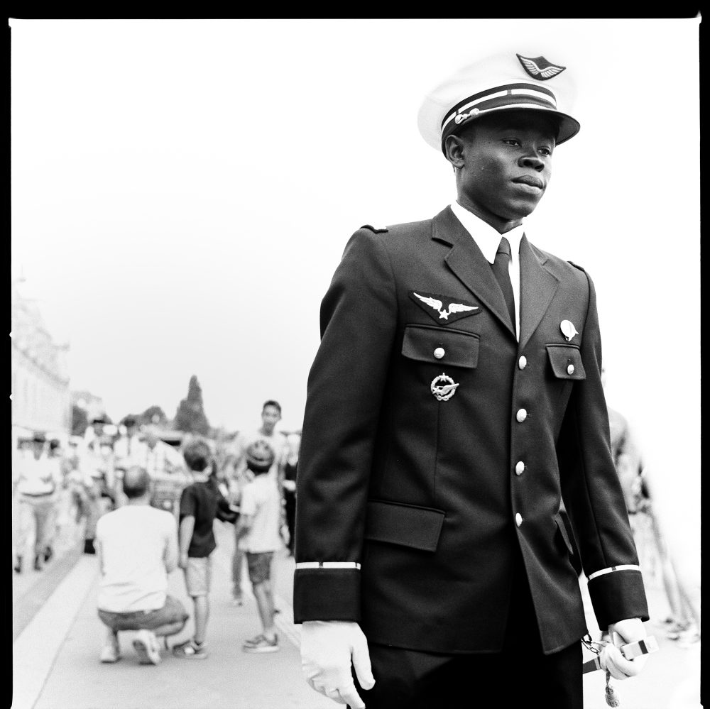 report-hasselblad-mediumformat-paris-france-14thjuly-army-soldier