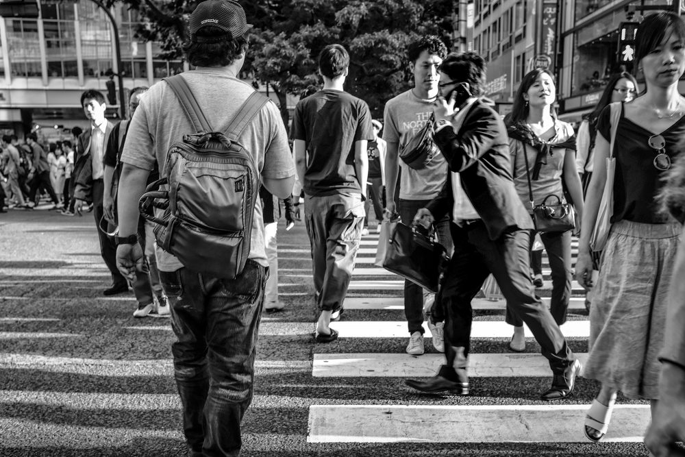report-japan-tokyo-shibuya-crosswalkman